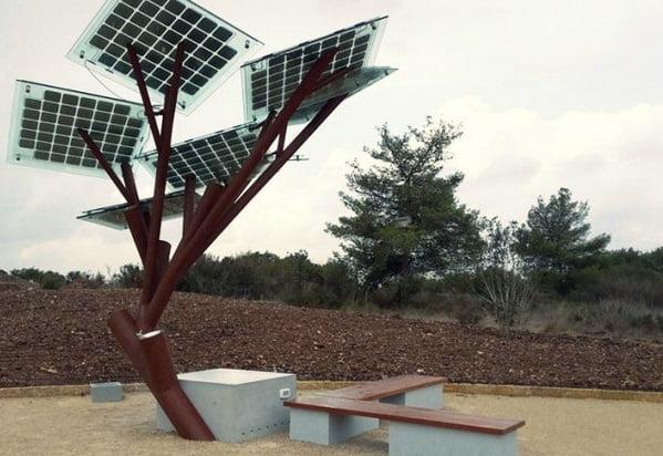 Дерево с солнечными панелями eTree
